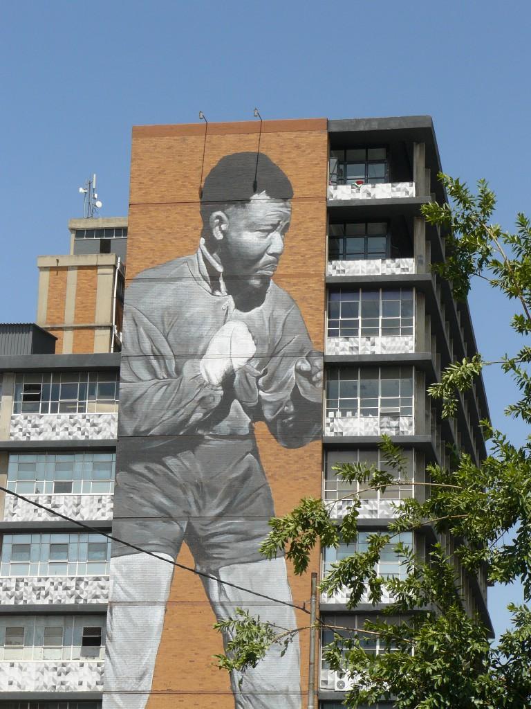 Das größte Nelson Mandela Gemälde der Welt - an einer Häuserwand in Maboneg, Johannesburg