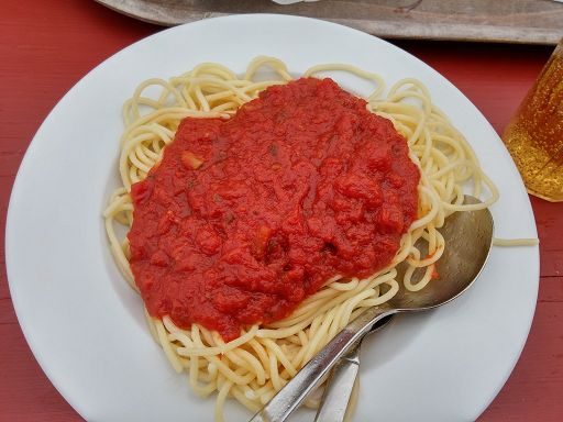 Spaghetti mit Tomatensauce im Adlerhorst