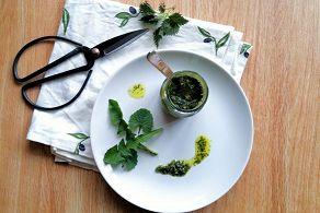 Wildkräuter sammeln und Pesto machen - super einfach!