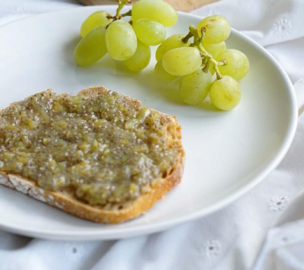 Weintrauben-Marmelade auf Brot Ausschnitt small