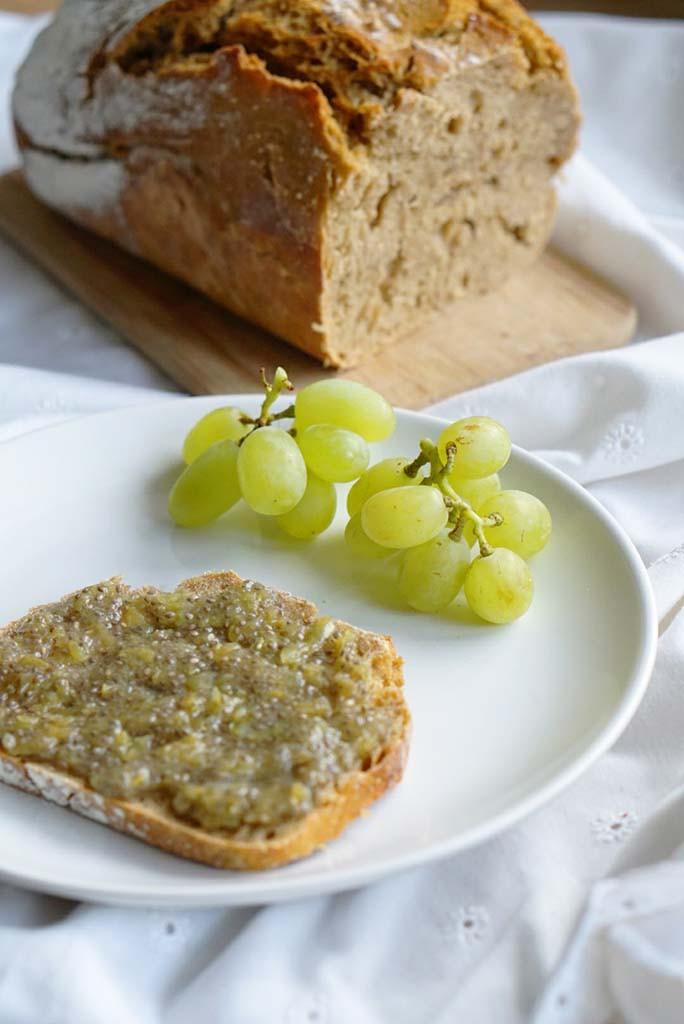 Weintrauben-Marmelade auf Brot small